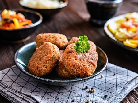 Пържени вегетариански кюфтета от боб и елда с кашкавал - снимка на рецептата